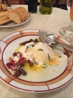 Burrata with sundried tomatoes and olives